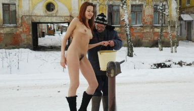 Naked-girl-collects-water-in-the-winter-in-Russian-village-44