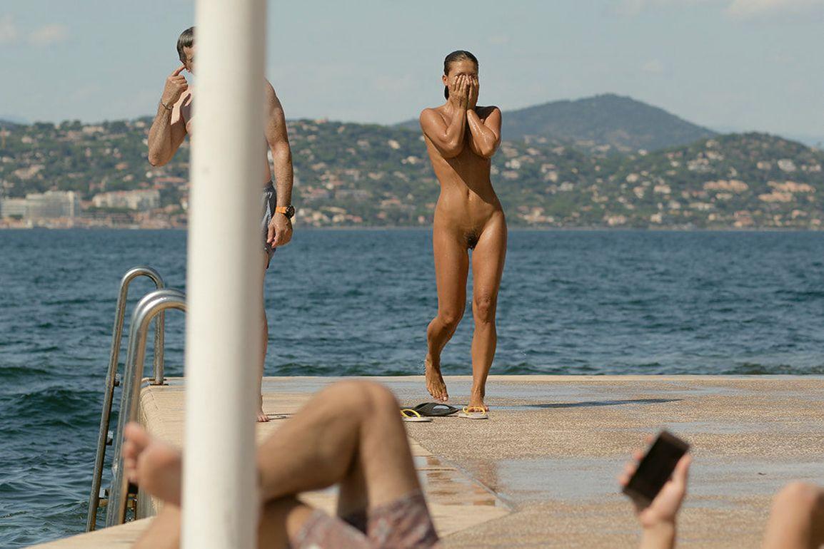 toute nue a la plage beatrice salope
